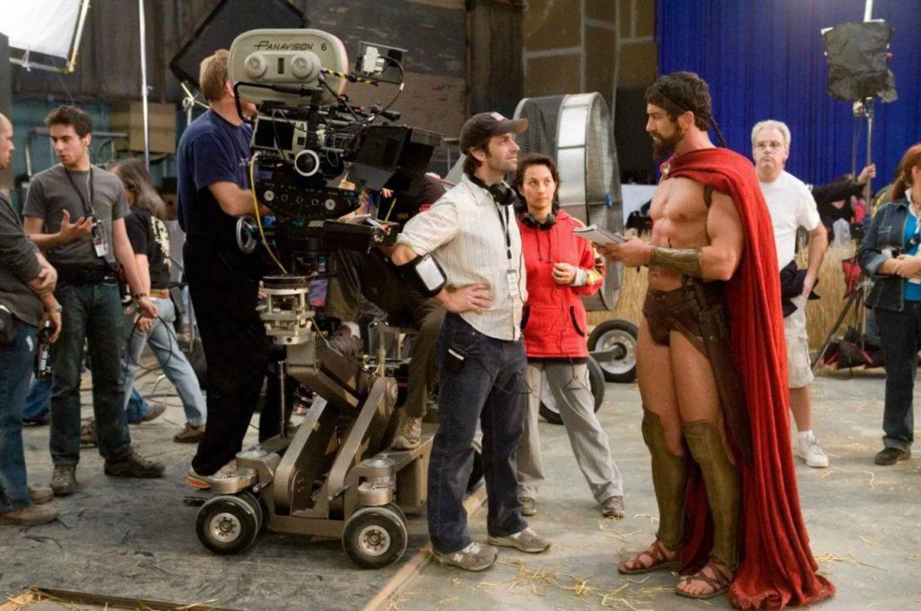 Режиссер Зак Снайдер во время работы над фильмом 300 Спартанцев.