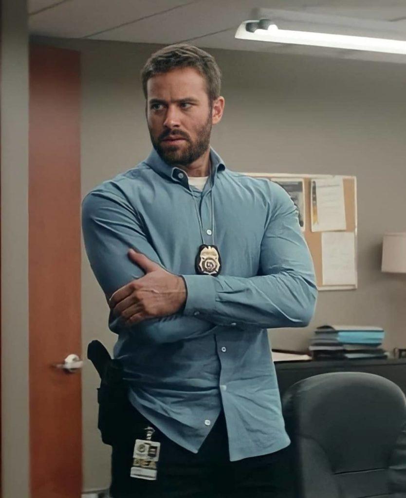 Киноактер Арми Хаммер в роли агента ФБР.