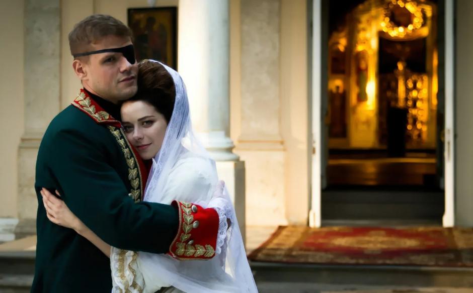 Российский киноактер Владимир Яглыч в фильме играет князя Потемкина.