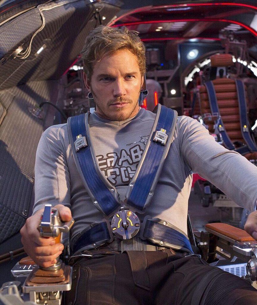 Актер Крис Прэтт (Chris Pratt) управляет Звездолетом. Питер Квилл.