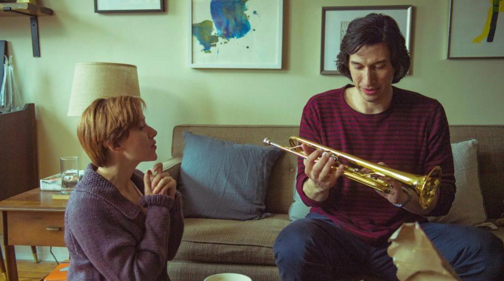 Актер Адам Драйвер с саксофоном и Скарлет Йоханссон.
