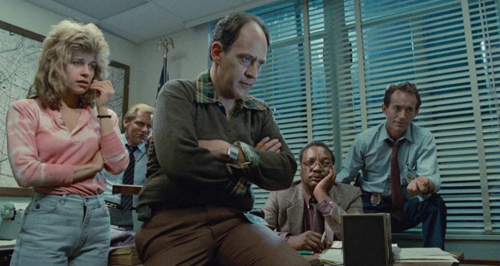 Актер Эрл Боэн в полицейском участке вместе с Сарой Коннор.