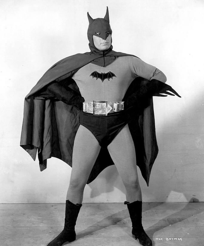 Льюис Уилсон в роли Бэтмена.