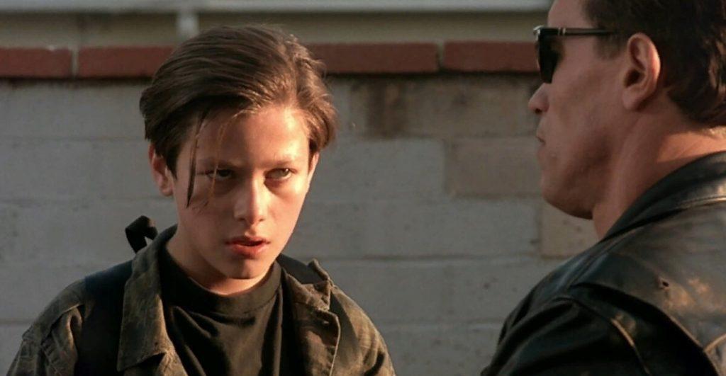 Актер Эдвард Ферлонг разговаривает с терминатором.