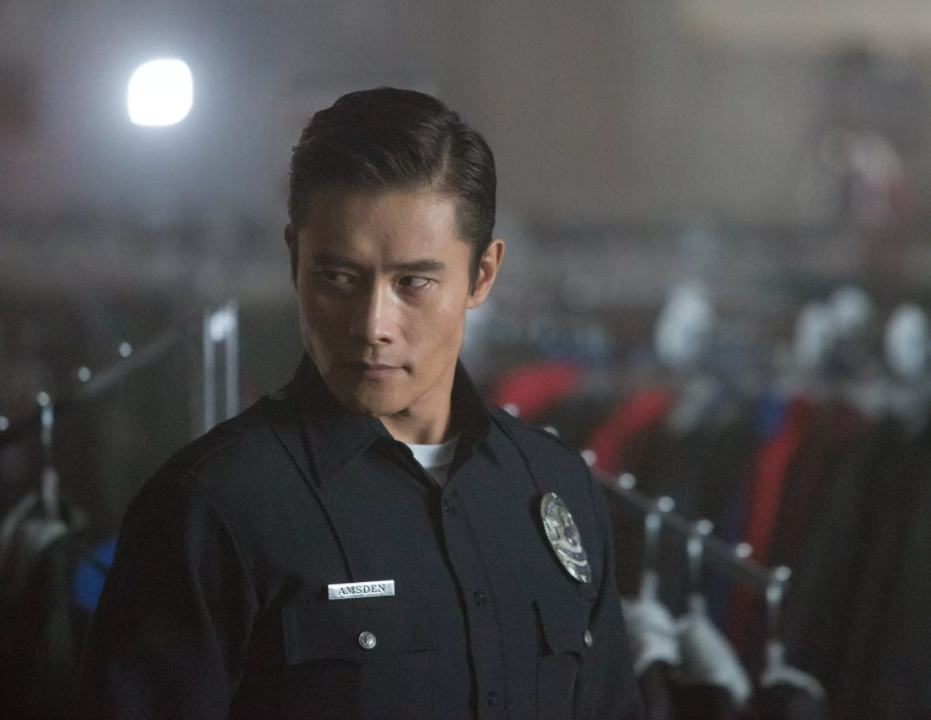 Ли Бен Хон в роли полицейского терминатора.