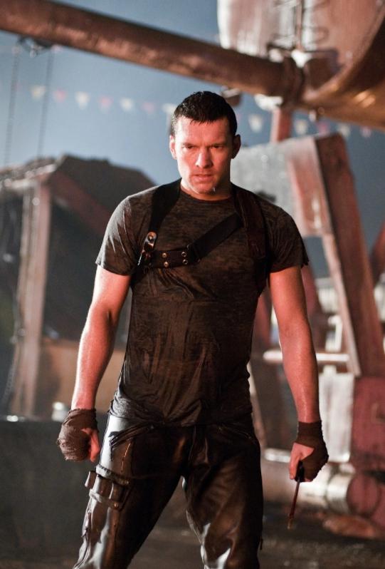 Актер Сэм Уортингтон мокрый в роли Терминатора.